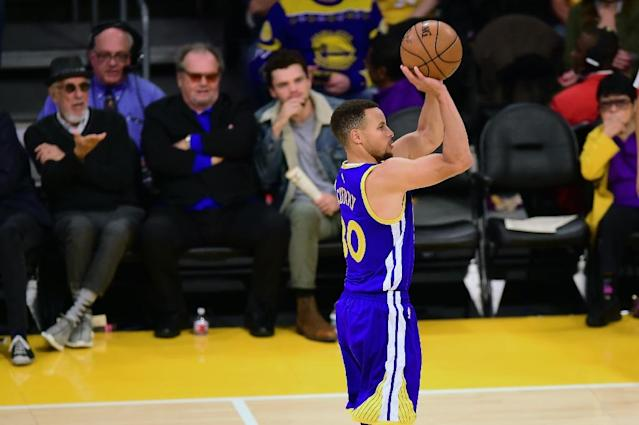 Hollywood actor Jack Nicholson watches Stephen Curry attempt a three-pointer against the Los Angeles Lakers during their NBA game in Los Angeles, California (AFP Photo/Frederic J. BROWN)