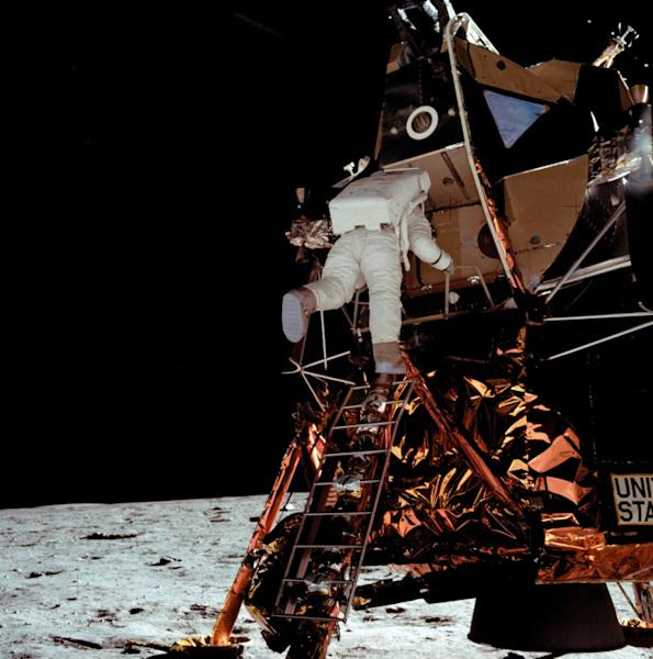 """Edwin """"Buzz"""" Aldrin descends from the lunar module to join Neil Armstrong on the Moon (AFP Photo/-)"""
