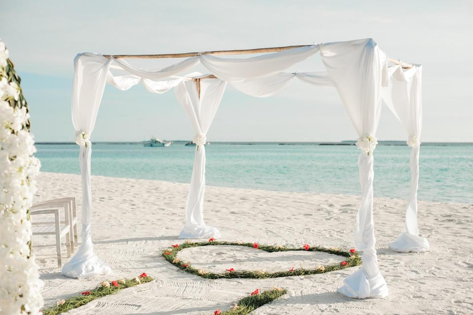One woman explains why she married herself in an intimate Valentine's Day beach ceremony [Photo: Pexels]