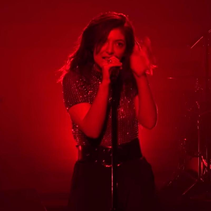 """Lorde Hits Back After Being Criticized For Her """"Awkward"""" Dance Moves on SNL"""