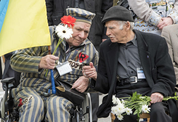 <p>Nazi concentration camp survivor Petro Fedorowitsch Mischuk of Ukraine, left, talks with Nazi concentration camp survivor Pierre Berg of France, right, during the commemoration ceremonies for the 72th anniversary of the liberation of Nazi concentration camp Mittelbau-Dora near Nordhausen, central Germany, on April 10, 2017. (Photo: Jens Meyer/AP) </p>