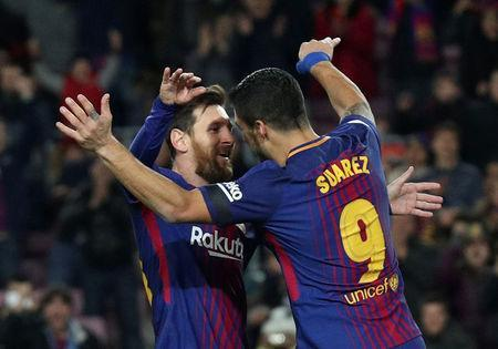 Soccer Football - La Liga Santander - FC Barcelona vs Deportivo de La Coruna - Camp Nou, Barcelona, Spain - December 17, 2017 Barcelona's Luis Suarez celebrates scoring their first goal with Lionel Messi REUTERS/Albert Gea