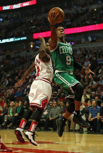 CHICAGO, IL - NOVEMBER 12: Rajon Rondo #9 of the Boston Celtics moves past Nate Robinson #2 of the Chicago Bulls for a shot at the United Center on November 12, 2012 in Chicago, Illinois. (Photo by Jonathan Daniel/Getty Images)
