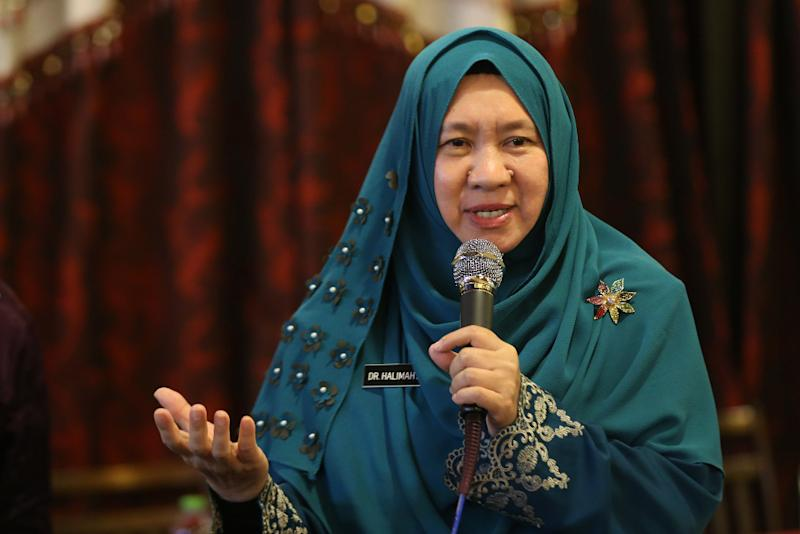 PAS' Seri Setia by-election candidate Dr Halimah Ali said a strong Opposition is vital to monitor the ruling government and keep it accountable. — Picture by Azinuddin Ghazali