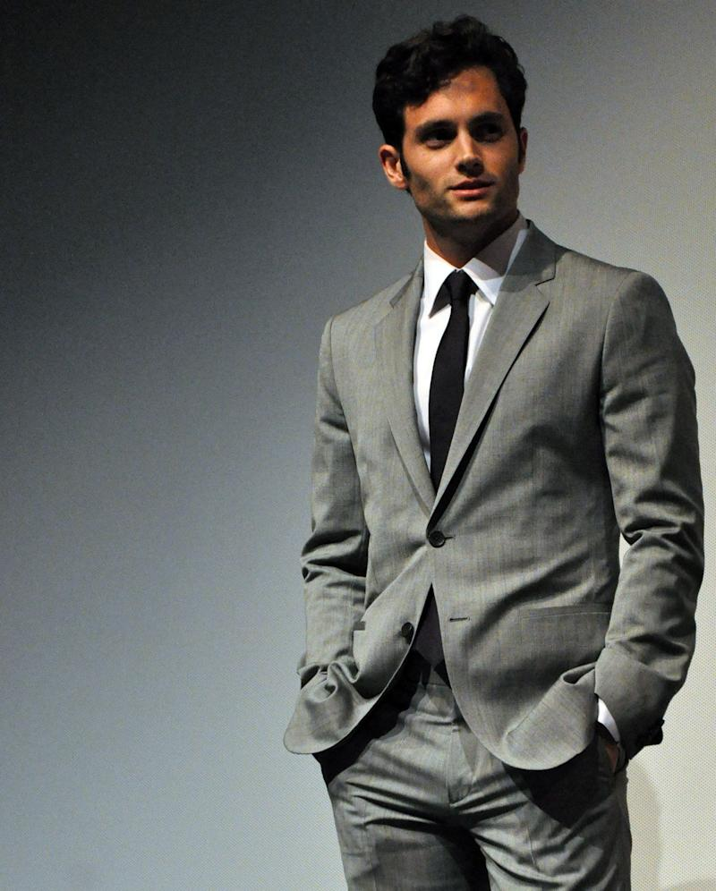 Penn Badgley looks dazzling in grey suit with pant to match as he poses for the camera.