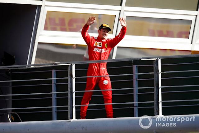 "Charles Leclerc, Ferrari, primo classificato, arriva sul podio <span class=""copyright"">Joe Portlock / LAT Images</span>"