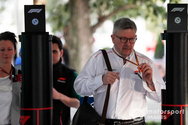 "Ross Brawn, Director General de Deportes de Motor, FOM, llega al paddock <span class=""copyright"">Sam Bloxham / Motorsport Images</span>"