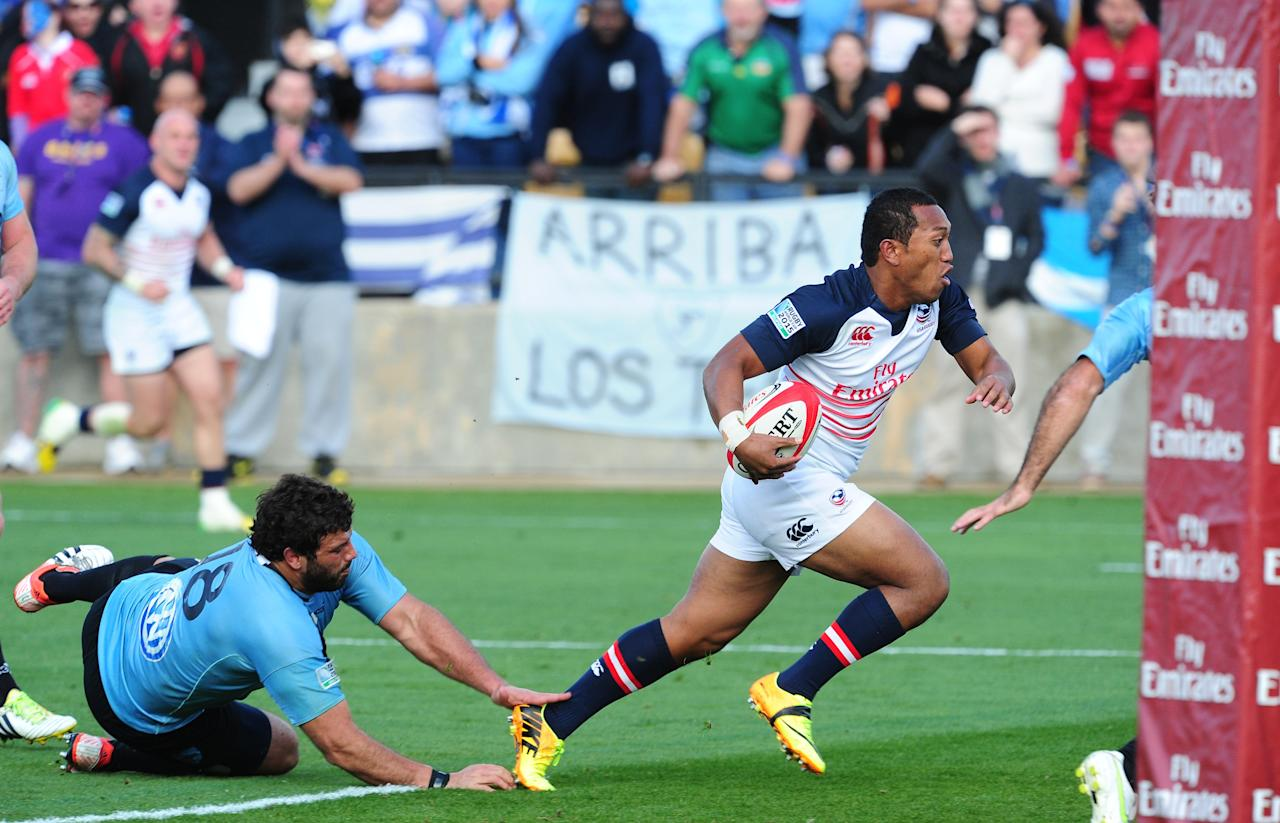 KENNESAW, GA - MARCH 29: Shalom Suniula #21 of the USA Eagles on his way to scoring a try against Mario Sagario #18 of Uruguay in the opening qualifying match of the 2015 IRB Rugby World Cup at Fifth Third Bank Stadium on March 29, 2014 in Kennesaw, Georgia. (Photo by Scott Cunningham/Getty Images)