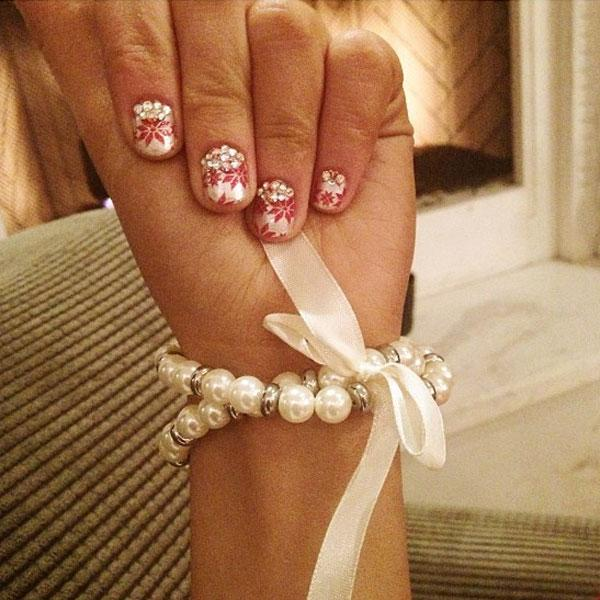 Best Christmas nail art © Ariana Grande / Instagram