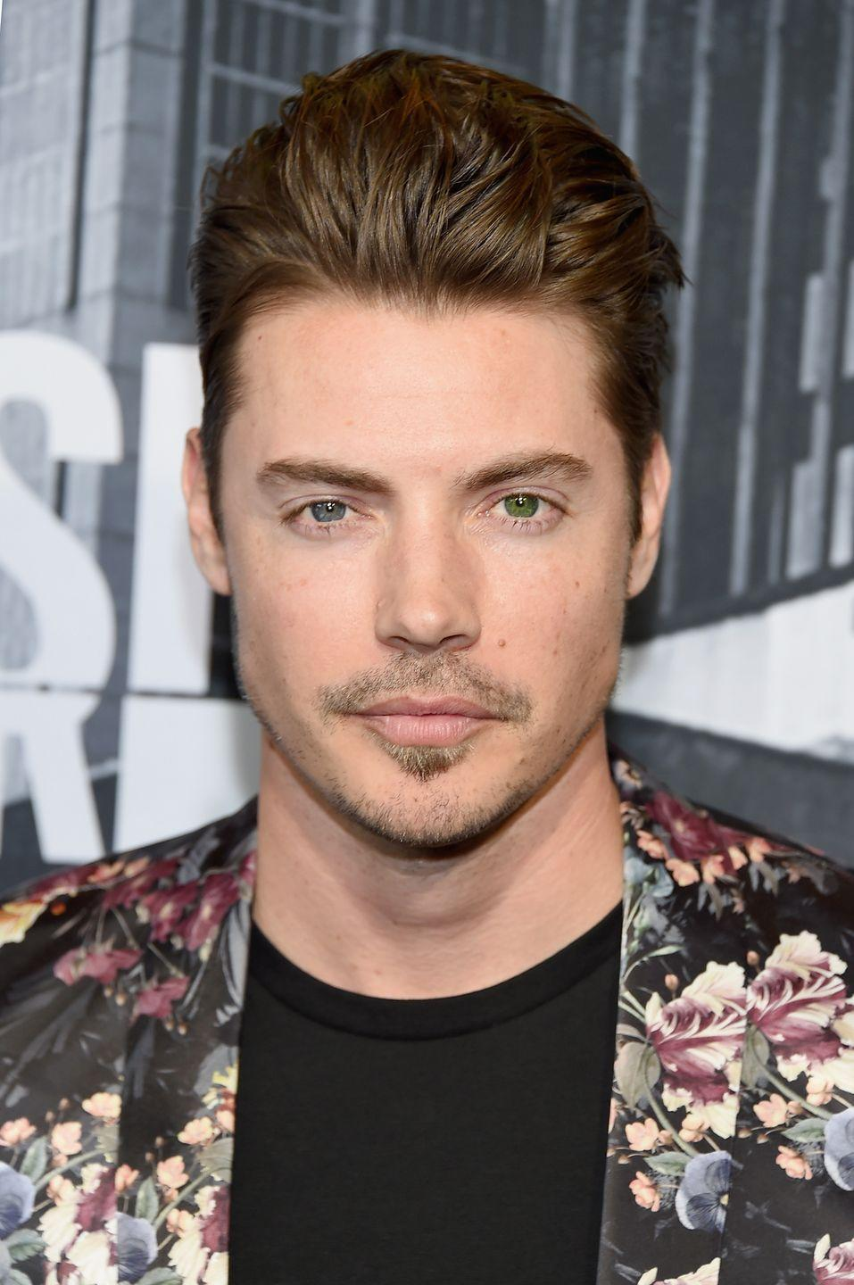 <p>The handsome actor has two contrasting eye colors. But since they're both in the lighter range, you may not notice immediately that one is a medium blue, and the other a rich green.</p>