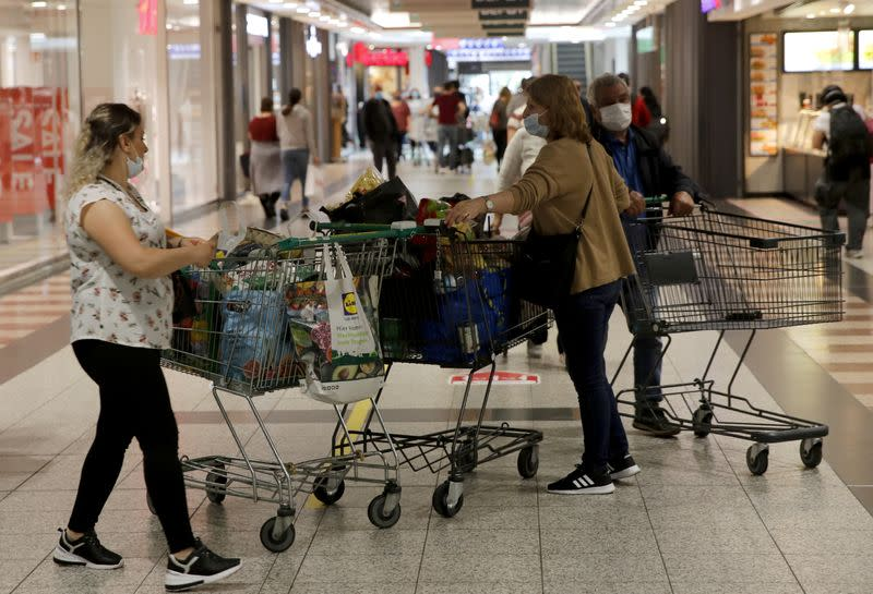 Weak German retail sales dash hopes for strong recovery