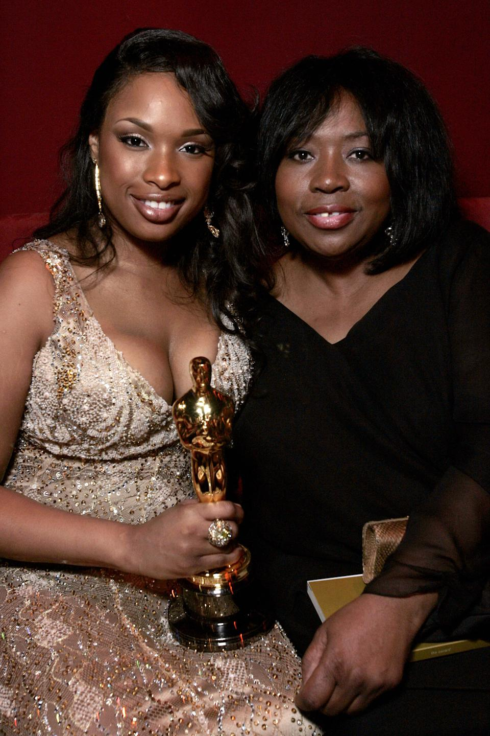 """Hollywood, UNITED STATES: Actress in a Supporting role winner Jennifer Hudson (L) and her mother Darnell Hudson (R) are pictured during the Governor's Ball following the 79th Annual Academy Awards presentations at the Kodak Theatre in Hollywood, CA, 25 February 2007. Hudson won for her role in """"Dream Girls.""""   AFP PHOTO/Gerard Burkhart (Photo credit should read GERARD BURKHART/AFP via Getty Images)"""