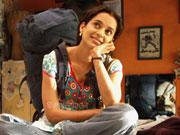 QUEEN Kangana sells DVDs on the streets of Delhi