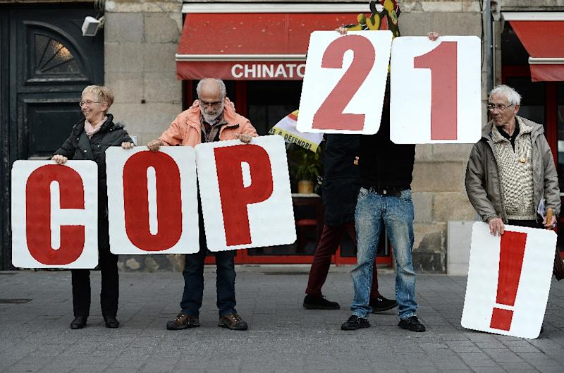 """People hold signs reading """"COP21"""" as they form a human chain in Nantes, western France, on November 28, 2015 during a protest called by various parties, associations and trade unions against the ban on public gatherings"""