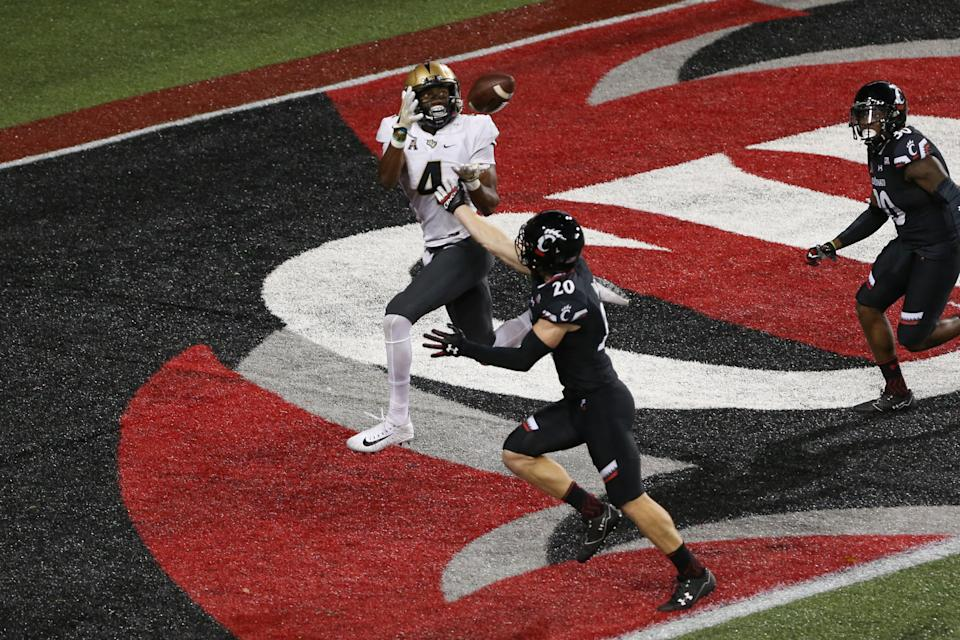 CINCINNATI, OH - OCTOBER 07: UCF Knights wide receiver Tre'Quan Smith (4) catches a touchdown pass during the game against the UCF Knights and the Cincinnati Bearcats on October 7th, 2017 at Nippert Stadium in Cincinnati, OH. (Photo by Ian Johnson/Icon Sportswire via Getty Images)