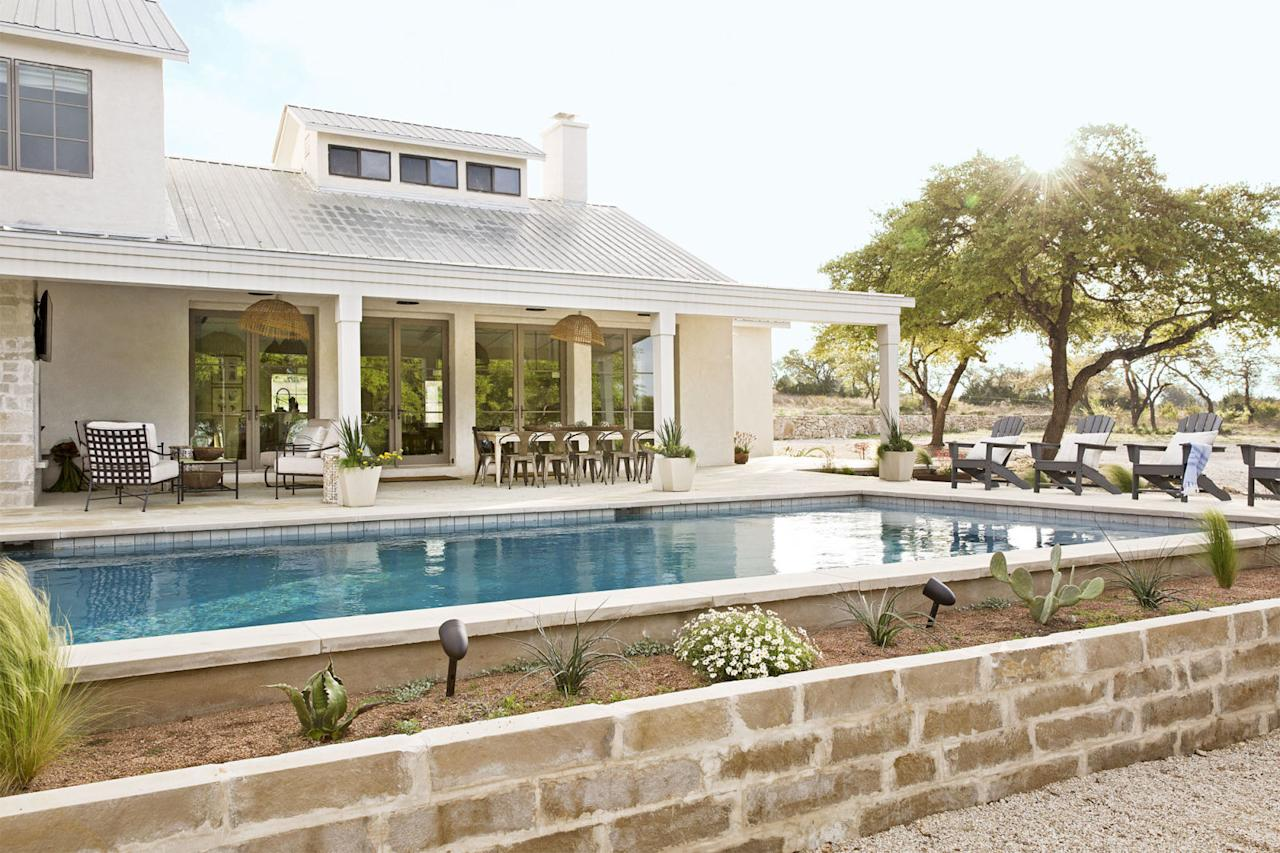 16 stunning backyard pool design ideas for Joanna gaines home designs