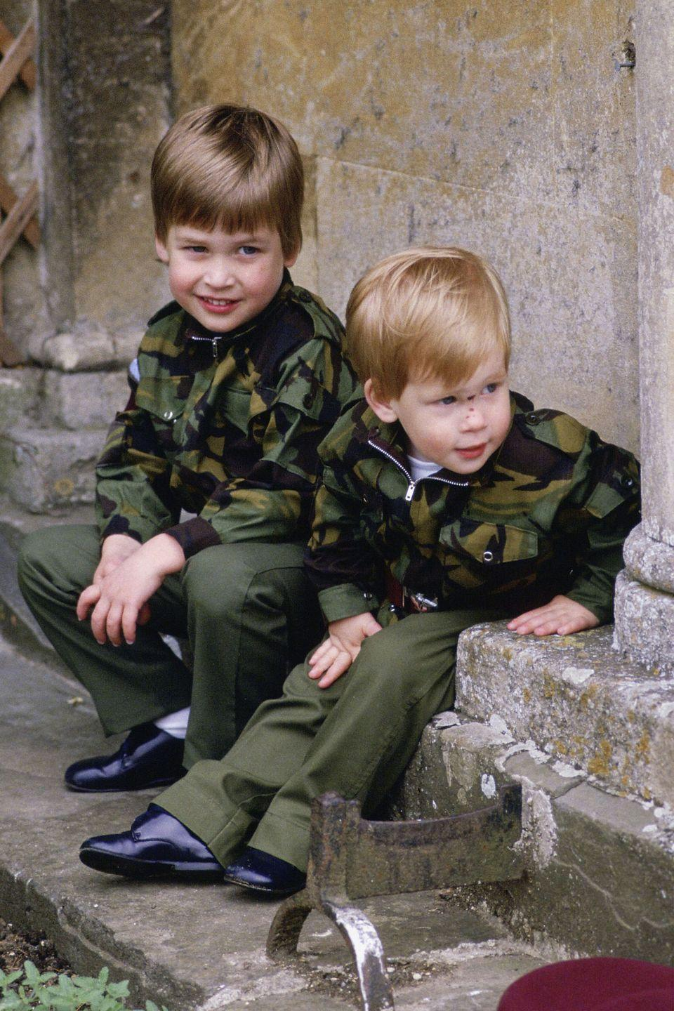 <p>Prince Harry and Prince William dressed in army uniforms as toddlers on the steps of Highgrove House.</p>