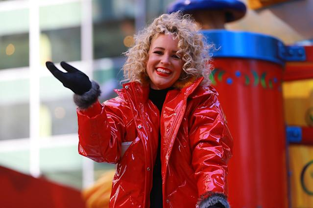 <p>Country singer-songwriter Cam waves to the large crowds in the 91st Macy's Thanksgiving Day Parade in New York, Nov. 23, 2017. (Photo:Gordon Donovan/Yahoo News) </p>