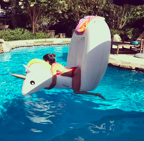 """<p>""""Sexy unicorn fail,"""" wrote the actress/dancer, who apparently lost the battle with her inflatable friend.<br> (Photo: <a href=""""https://www.instagram.com/p/BYMafp5nwsw/?taken-by=jennadewan"""" rel=""""nofollow noopener"""" target=""""_blank"""" data-ylk=""""slk:Jenna Dewan via Instagram"""" class=""""link rapid-noclick-resp"""">Jenna Dewan via Instagram</a>) </p>"""