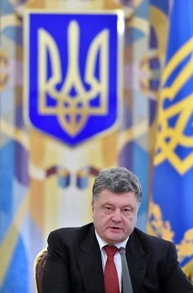 Ukrainian President Petro Poroshenko speaks during the opening of the extraordinary sitting of the National Security and Defence Council in Kiev, August 28, 2014 (AFP Photo/Sergei Supinsky)