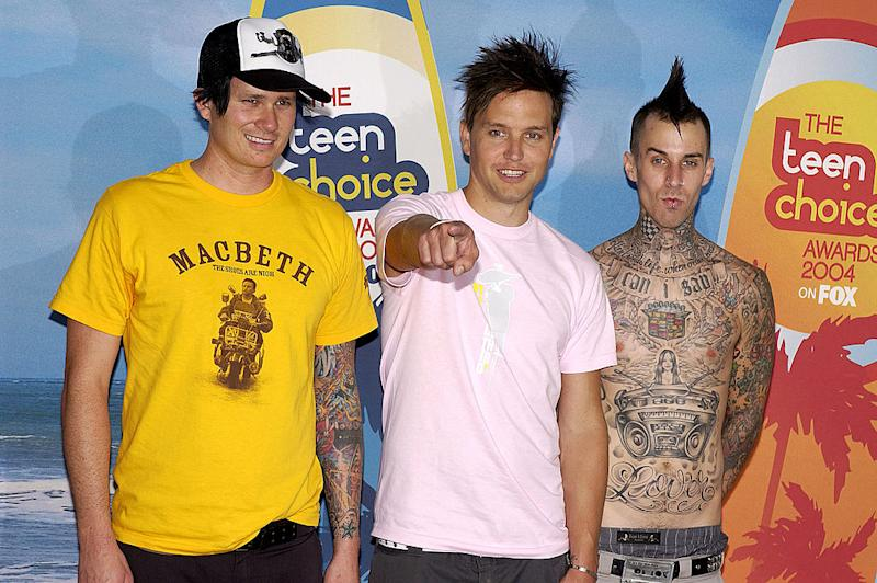 Tom DeLonge, left, Mark Hoppus and Travis Barker, of Blink-182, pose backstage at the 2004 Teen Choice Awards. (Photo: Vince Bucci/Getty Images)