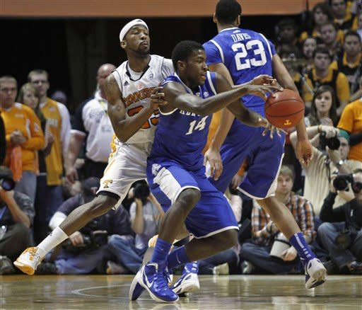Kentucky's Michael Kidd-Gilchrist (14) is fouled by Tennessee's Cameron Tatum duirng the first half of an NCAA college basketball game on Saturday, Jan. 14, 2012, in Knoxville, Tenn. (AP Photo/Wade Payne)