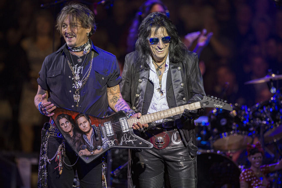 Johnny Depp and Alice Cooper in 2019. (Photo: Daniel Knighton/Getty Images)