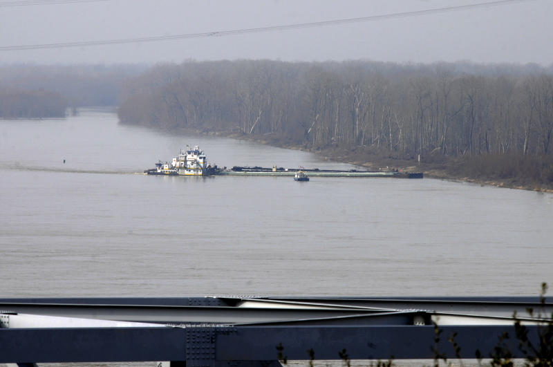 The towboat Nature Way Endeavor banks a barge against the western bank of the Mississippi River Sunday, Jan. 27, 2013 near Vicksburg, Miss.  A barge carrying thousands of gallons of oil struck a railroad bridge and began leaking before dawn Sunday. The accident forced the closure of a 16-mile stretch of the lower Mississippi, a major inland corridor for vessels carrying oil, fuel, grain and other goods. (AP Photo/The Vicksburg Evening Post, Eli Baylis )  MANDATORY CREDIT