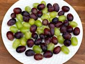 <p>4 cups of grapes</p>