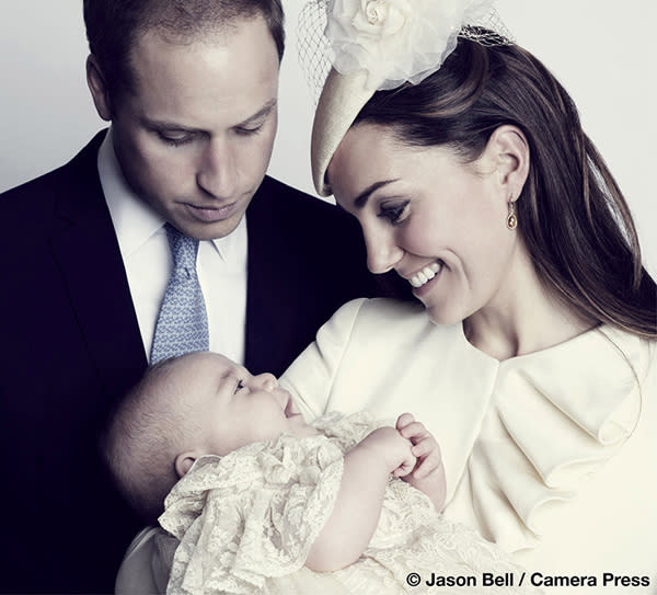 Britain's Prince William, his wife Catherine, Duchess of Cambridge and their son Prince George Alexander Louis of Cambridge, pose for the official portrait for the christening of Prince George, photographed in The Morning Room at Clarence House in London October 23, 2013 released to Reuters October 26, 2013. REUTERS/Jason Bell/Camera Press/ Handout (BRITAIN - Tags: ROYALS ENTERTAINMENT TPX IMAGES OF THE DAY) ATTENTION EDITORS - MANDATORY KILL 48 HOURS AFTER 22.00 BST SATURDAY 26 OCTOBER 2013. NO SALES. NO ARCHIVES. FOR EDITORIAL USE ONLY. NOT FOR SALE FOR MARKETING OR ADVERTISING CAMPAIGNS. THIS IMAGE HAS BEEN SUPPLIED BY A THIRD PARTY. IT IS DISTRIBUTED, EXACTLY AS RECEIVED BY REUTERS, AS A SERVICE TO CLIENTS. TEMPLATE OUT. MANDATORY CREDIT TO JASON BELL/CAMERA PRESS. NO COMMERCIAL USE
