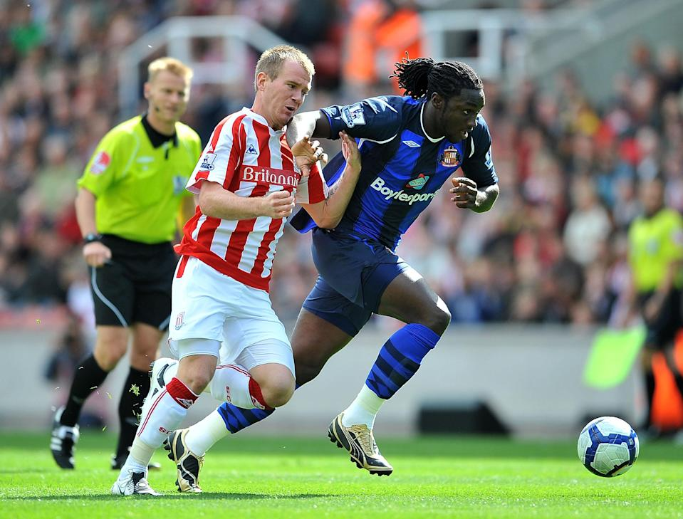 Glenn Whelan and Kenwyne Jones during the Barclays Premier League match between Stoke City and Sunderland at Britannia Stadium on August 29, 2009 in Stoke on Trent, England.