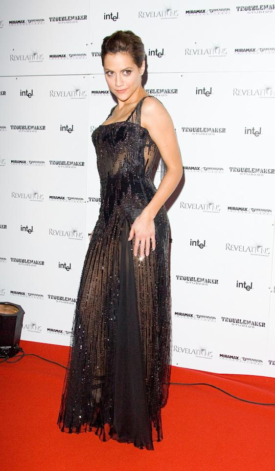 <p>Brittany Murphy, who sadly passed away in 2009, stunned the crowd in this black Versace dress with Swarovski beading. <i>(Getty Images)</i></p>