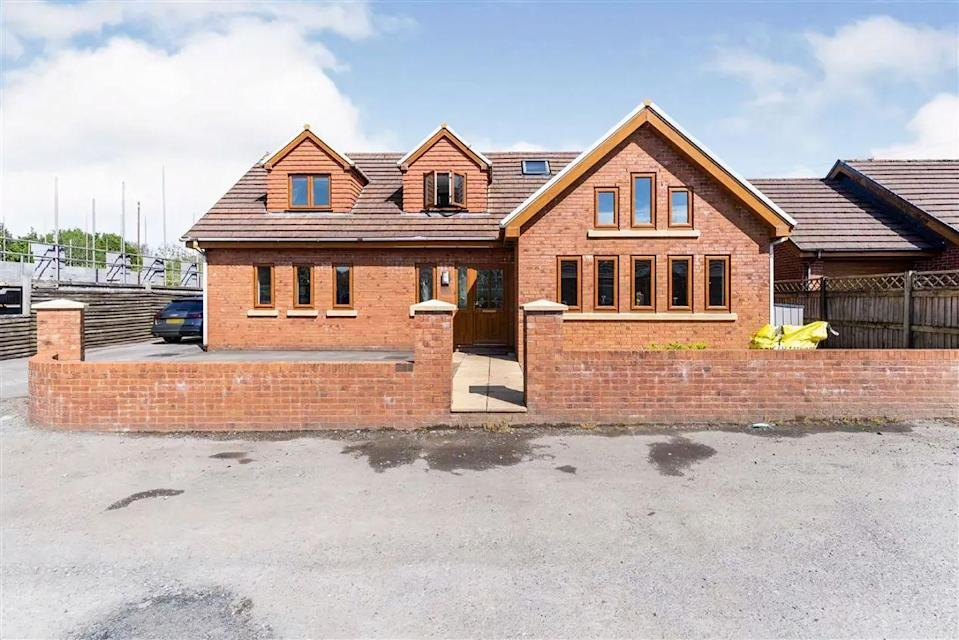 """<p>This beautifully presented detached home in Swansea has a spacious <a href=""""https://www.housebeautiful.com/uk/decorate/hallway/g36617179/instagrammable-hallway-ideas/"""" rel=""""nofollow noopener"""" target=""""_blank"""" data-ylk=""""slk:hallway"""" class=""""link rapid-noclick-resp"""">hallway</a>, cloakroom, lounge, and a rear garden with tiled pathways and a pergola. Perfect for a modern family, it's light, airy and spacious throughout.</p><p>This property is currently on the market for £420,000 with John Francis Killay via <a href=""""https://www.zoopla.co.uk/for-sale/details/58679752/"""" rel=""""nofollow noopener"""" target=""""_blank"""" data-ylk=""""slk:Zoopla"""" class=""""link rapid-noclick-resp"""">Zoopla</a>. </p>"""