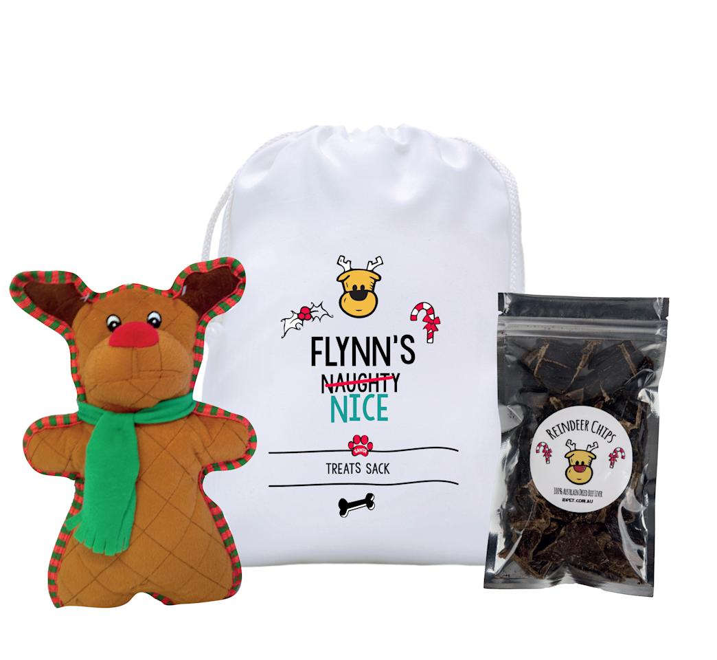"<p>This Christmas pack will be a real bundle of joy for your pet, perfect with three festive treats.<br />In addition to a felt toy, there's some special 'reindeer chips' and a treat sack to store them in. <br />Photo: <a rel=""nofollow"" href=""https://idpet.com.au/"">IdPet</a> </p>"
