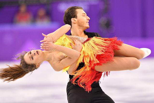 <p>Germany's Kavita Lorenz and Germany's Joti Polizoakis compete in the ice dance short dance of the figure skating event during the Pyeongchang 2018 Winter Olympic Games at the Gangneung Ice Arena in Gangneung on February 19, 2018. / AFP PHOTO / Mladen ANTONOV </p>
