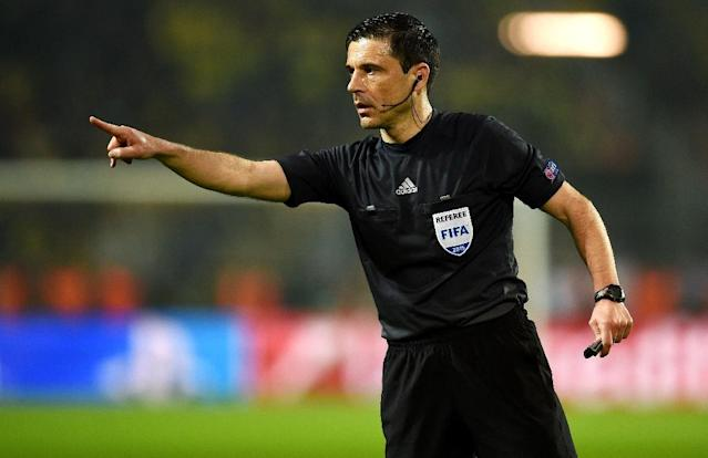 Serbian referee Milorad Mazic, seen during an UEFA Champions League match in Dortmund, on March 18, 2015 (AFP Photo/Patrik Stollarz)