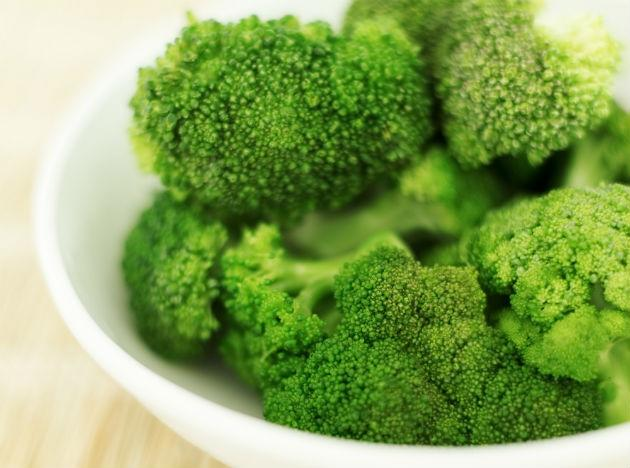 <b>Broccoli: </b>Including broccoli in your diet can help you boost your immune system and improve bone health too. The vegetable fights cancer and tumor development in your body. It is a storehouse of vitamin A, E, K, C and B6.