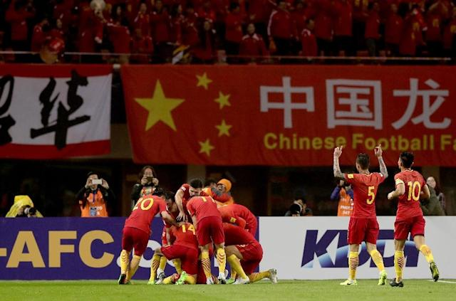 Chinese players celebrate after Yu Dabao scores during their World Cup football qualifying match against South Korea in Changsha, China on March 23, 2017 (AFP Photo/)