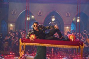 Chulbul Pandey ropes in Prabhu Deva for an epic Dabangg Dance–off in Munna Badnaam