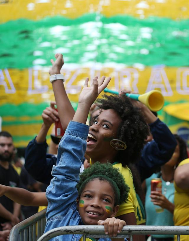 Fans react before the World Cup Group E soccer match between Brazil and Switzerland, in Rio de Janeiro, Brazil June 17, 2018. REUTERS/Sergio Moraes