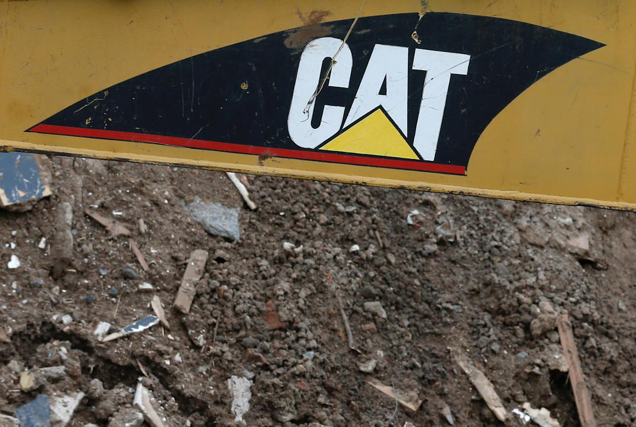 FILE PHOTO: The logo of the company of machinery Caterpillar (CAT) is seen at the site of a future urban project in Vina del Mar, Chile  May 23, 2017. REUTERS/Rodrigo Garrido/File Photo         GLOBAL BUSINESS WEEK AHEAD      SEARCH GLOBAL BUSINESS 24 JUL FOR ALL IMAGES