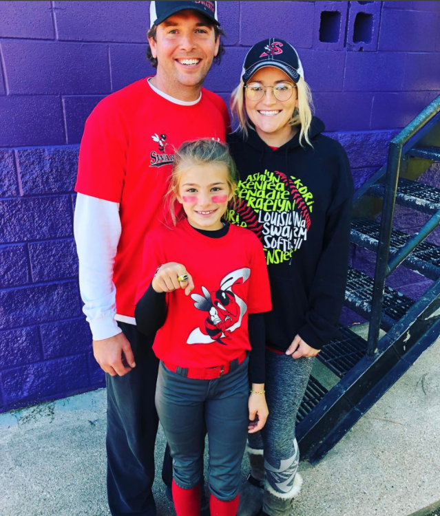 "Jamie Lynn Spears and husband Jamie Watson pose for a photo with Maddie Aldridge in October. (Photo: <a href=""https://www.instagram.com/p/Ba2ZB9aDNmW/?taken-by=jamielynnspears"" rel=""nofollow noopener"" target=""_blank"" data-ylk=""slk:Jamie Lynn Spears"" class=""link rapid-noclick-resp"">Jamie Lynn Spears </a>via Instagram)"