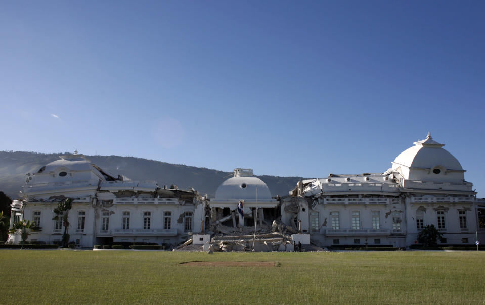 <p>A view shows the badly damaged presidential palace after an earthquake in Port-au-Prince, Haiti, Jan.13, 2010. (Photo: Eduardo Munoz/Reuters) </p>
