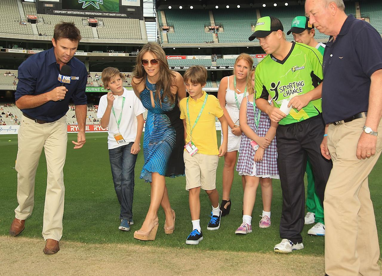 MELBOURNE, AUSTRALIA - DECEMBER 17:  Liz Hurley tosses the coin ahead of the T20 Big Bash League match between the Melbourne Stars and the Sydney Thunder at Melbourne Cricket Ground on December 17, 2011 in Melbourne, Australia.  (Photo by Hamish Blair/Getty Images)