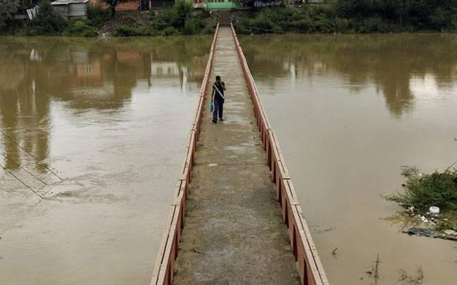 Kashmir: Flood alert issued after incessant rainfall in Valley