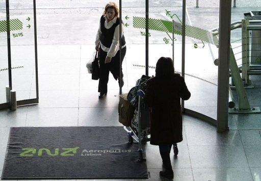 Portugal says to sell airport group ANA to Vinci of France