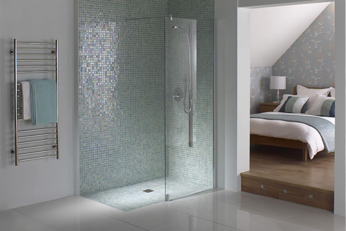 <p>It's no secret that small spaces are often successfully decorated with very contemporary design aesthetics, almost to the point of being stark and ultra minimal, but we think it can work so well. If you look at this phenomenal ensuite shower room, you'll see what we mean, as the furnishing has been kept basic, to say the least, but with a touch of glamour, the room feels elegant, larger than it is and so high-end.</p><p>The decision to decorate with large gloss white tiles on both the walls and floors was inspired, as it created a simple yet deceptive backdrop that stretches out before our eyes, but then, add in some glittering mosaic tiles, just inside the shower cubicle, and the whole scheme goes space-age. A reflective tile design was a fantastic choice, as it blasts light into every crevice, thus expanding the room even more.</p>  Credits: homify / nassboards