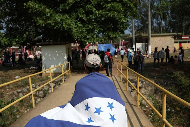 "<p>A Central American migrant from Honduras wears his nation's flag during the annual Migrant Stations of the Cross caravan or ""Via crucis,"" organized by the ""Pueblo Sin Fronteras"" activist group, as the group makes a few-days stop in Matias Romero, Oaxaca state, Mexico, Monday, April 2, 2018. While a group of about a couple of hundred men in the march broke off and hopped a freight train north on Sunday, the rest seem unlikely to move until Wednesday or Thursday, and are probably going to take buses to the last scheduled stop for the caravan, a migrant rights symposium in central Puebla state. (Photo: Felix Marquez/AP) </p>"