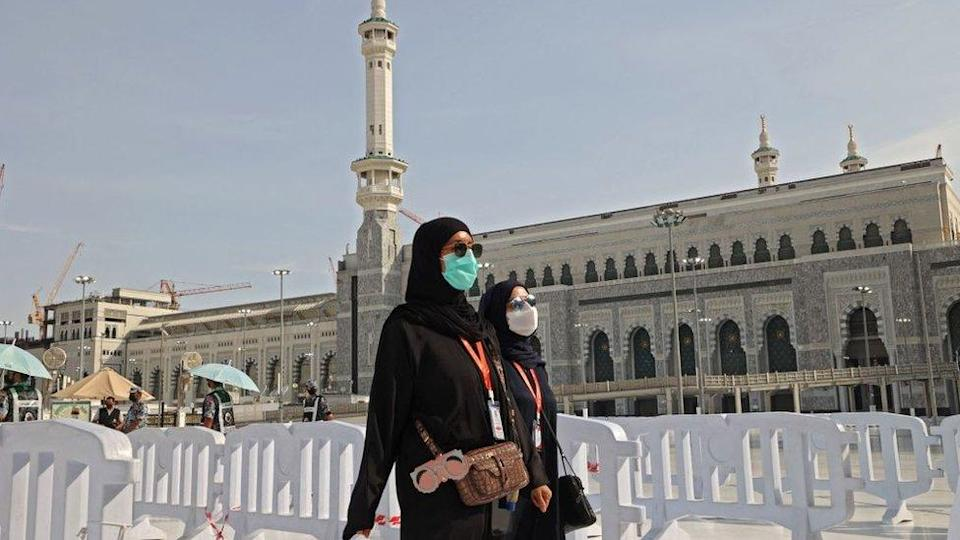 Pilgrims arrive to attend the Hajj season in the holy Saudi city of Mecca