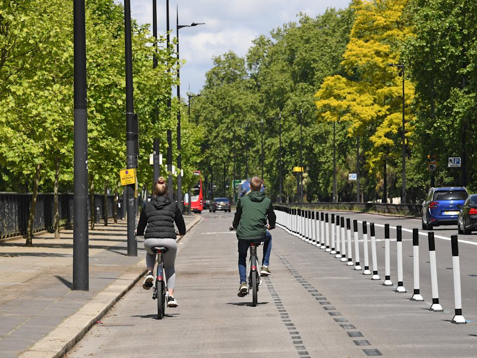 A pop-up cycle lane in Park Lane, London, segregated from the road by wandsPA